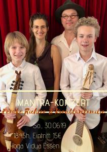 Die Kornblum-Familie im Mantra-Konzert mit Frauke Richter