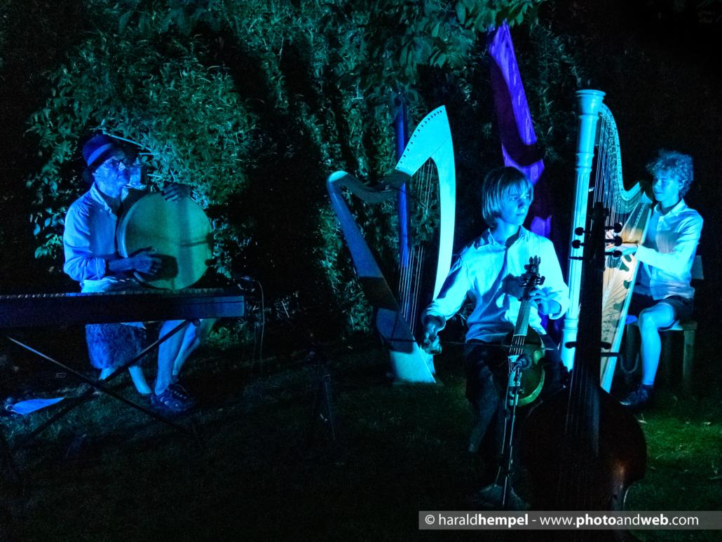 Die Kornblum-Familie beim Garten-Konzert